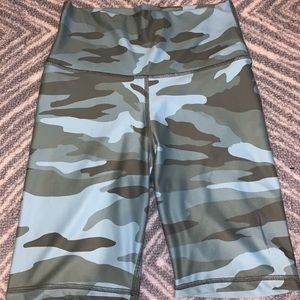 Aerie Camo biker shorts new with tags size M